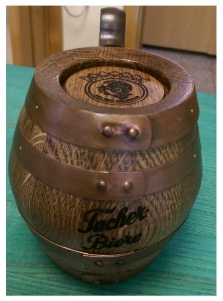 Holzbierkrug 1/2 Liter Eiche rustikal mit Kupferreifen antik.