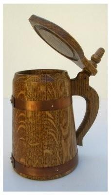 Humpen 1/2 Liter Eiche rustikal mit Deckel und Kupferreifen antik.