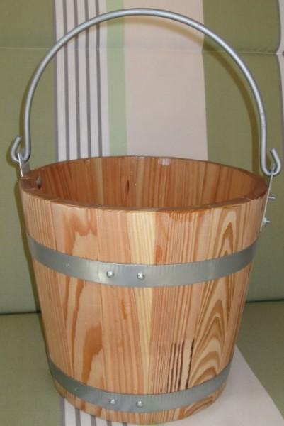 Wassereimer aus Lärche mit Eisenbügel Griff.
