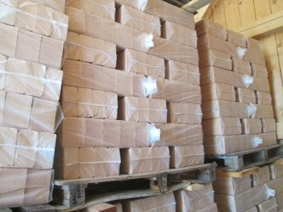 Holzbriketts aus Lärchenholz, 1 Palette mit 1030 -1080kg.